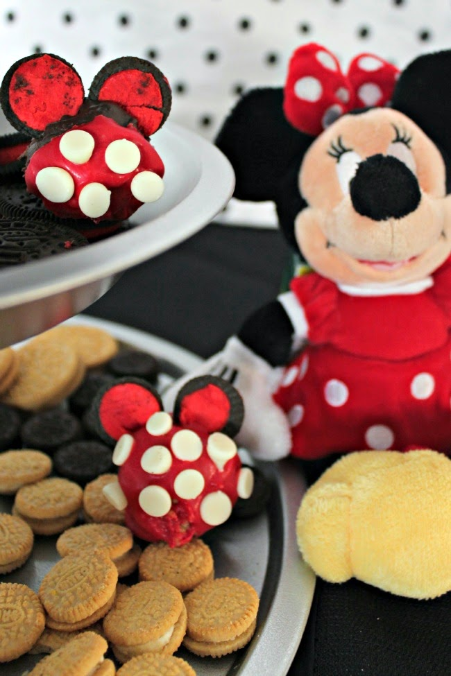 OREO Minnie Mouse cookies