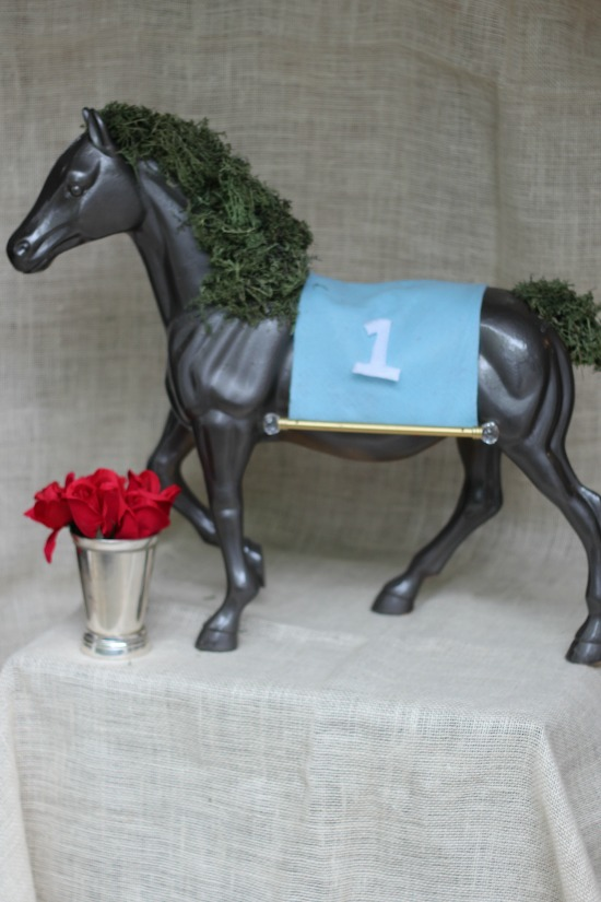 horse centerpiece DIY
