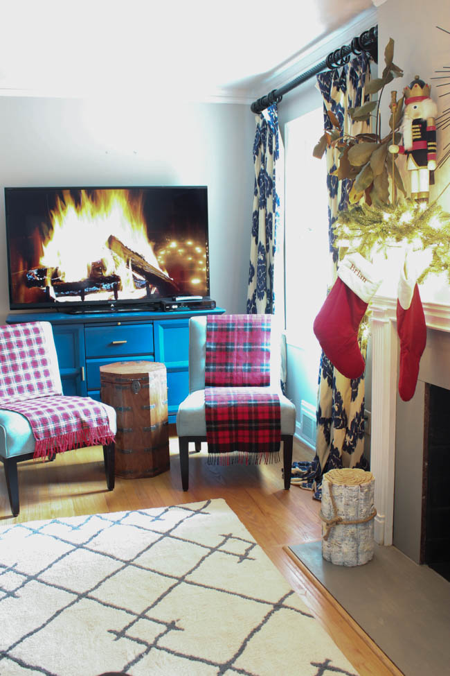 blue-christmas-southern-state-of-mind-living-room-4-of-16
