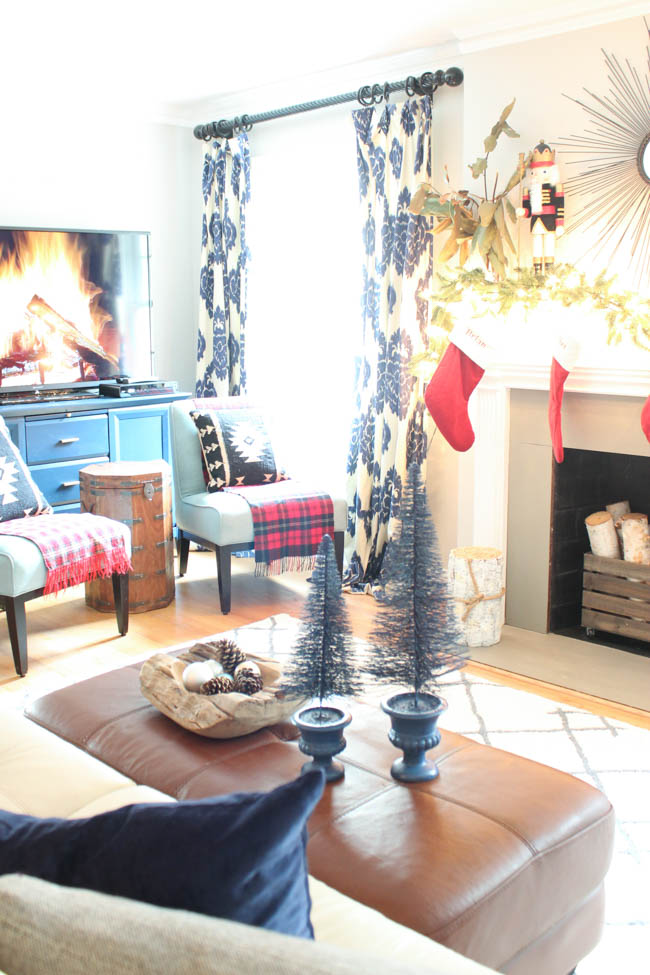 blue-christmas-southern-state-of-mind-living-room-6-of-16