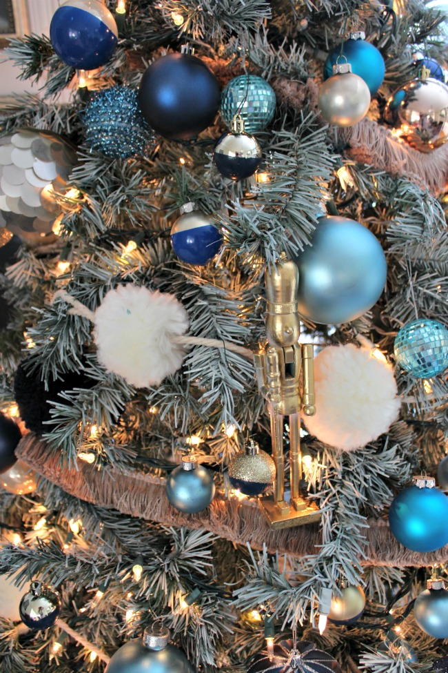 blue-christmas-tree-ornaments