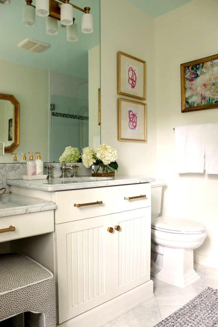 Southern Farmhouse Bathroom