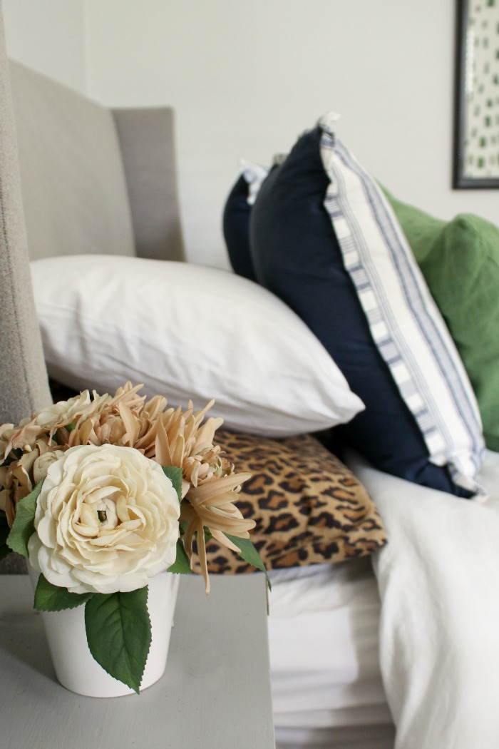 how to Five Accessorize a Bedroom